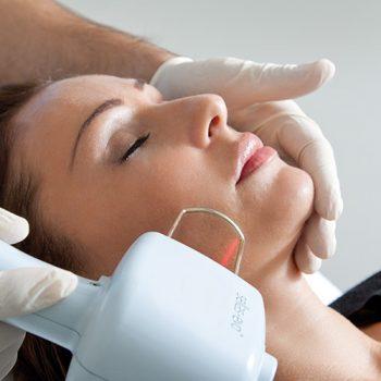 Laserterapia: ringiovanimento laser viso collo décolleté